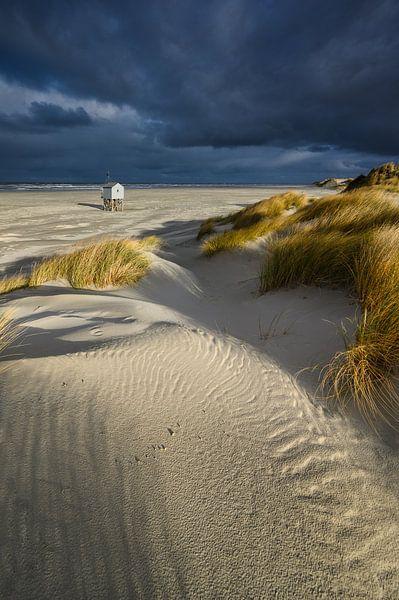 Huisje op het strand van Ellen van den Doel