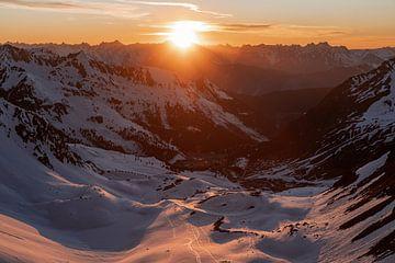 Sfeervolle zonsondergang in het Ötztal in Oostenrijk van Hidde Hageman