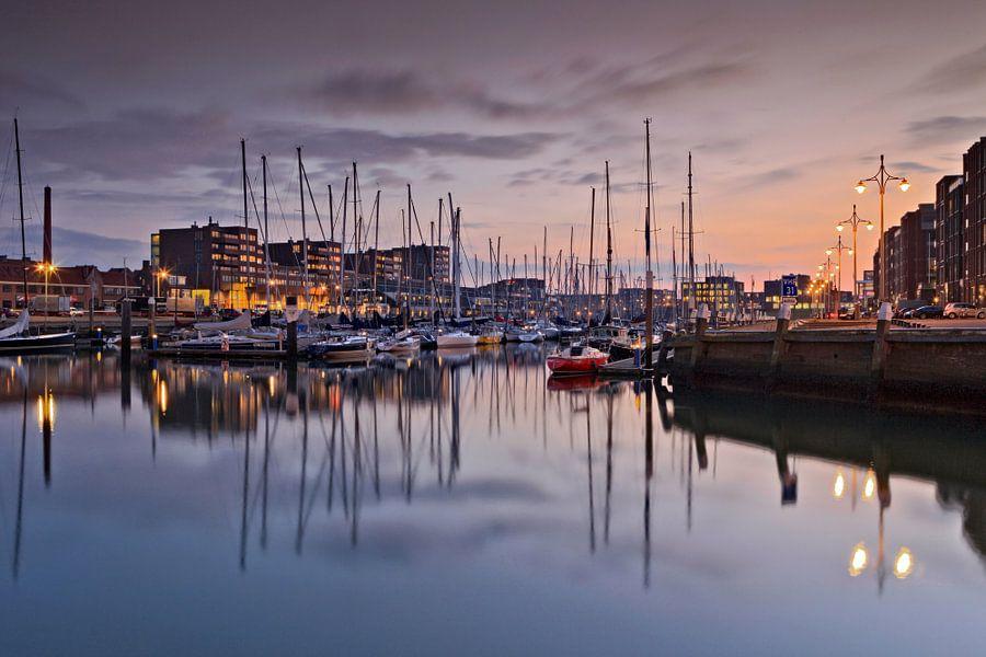 boten in de jachthaven van Scheveningen van gaps photography
