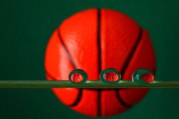 Play the game, basketbal in waterdruppels van