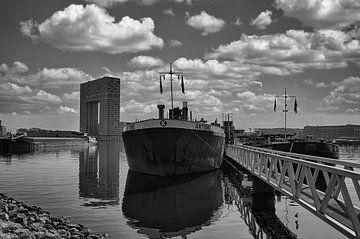 Binnenvaartschip op het IJ van Foto Amsterdam / Peter Bartelings