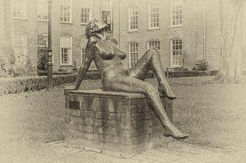 Else, sculptuur van Maïte Duval in de Oude Bornhof te Zutphen. van Ron Poot