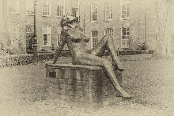 Else, sculptuur van Maïte Duval in de Oude Bornhof te Zutphen.