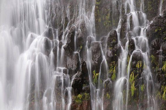 Een waterval in de bergen van Madeira
