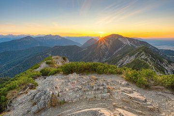 Op de berg Herzogstand in Beieren van Michael Valjak