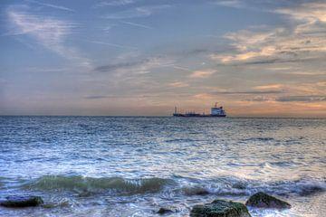 Schip dicht bij kust Zoutelande van MSP Canvas