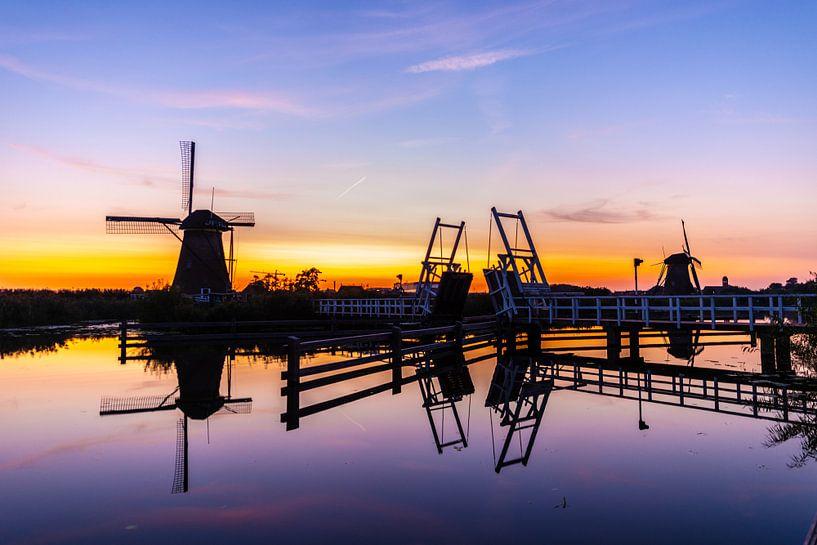Molens op de Kinderdijk bij Zonsondergang van Brian Morgan
