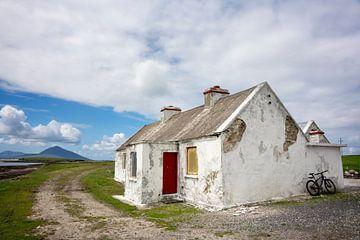 Alte Hütte in Irland von Bo Scheeringa