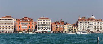 Huizen in Venetië van Matthijs de Rooij