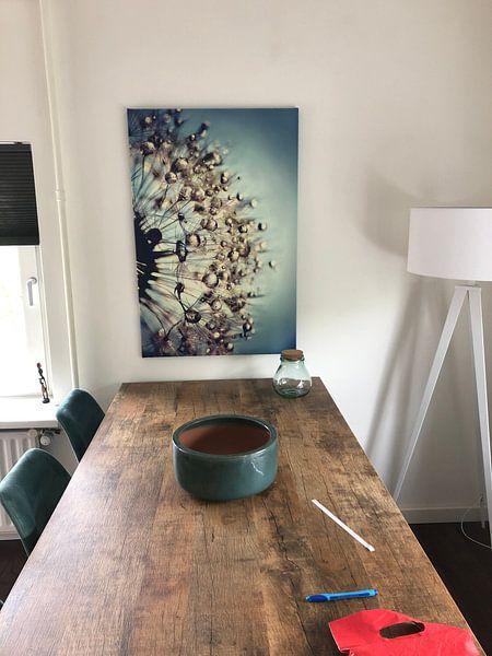 Klantfoto: Paardenbloem  blauw kristal van Julia Delgado