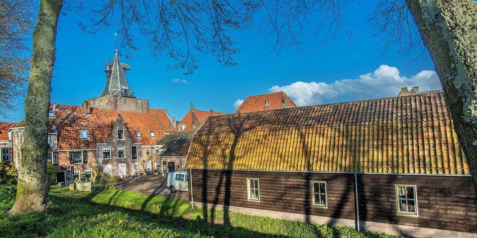 Zicht op de historische houten huizen van Elburg