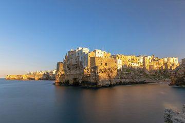 Polignano een mare panorama, Bari, Apulië, Italië van Gea Gaetani d'Aragona