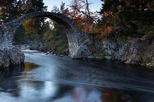 De brug bij Carrbridge, Schotland