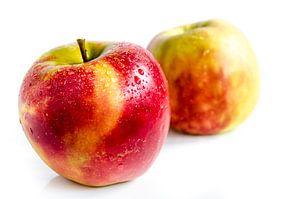 Sappige verse Jonagold appels vrij bord op wit