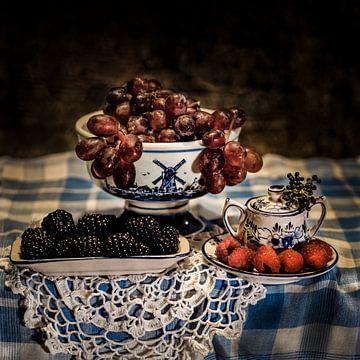 Stilleben Schale mit Früchten in malerischem Stil von ina kleiman