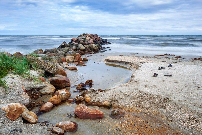 Golfbreker bij Säby Strand in Denemarken van Evert Jan Luchies