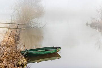 Bootje in de mist van