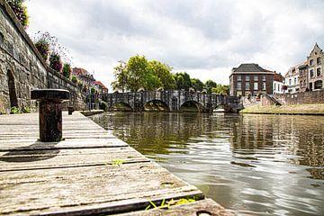 De Maria Theresia brug (Roermond) in het herfstzonnetje (kleur) van Strooptocht.EU