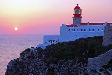 Leuchtturm Cabo Vicente Sagres Portugal mit Sonnenuntergang von Nisangha Masselink