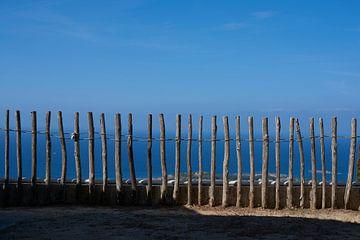 Zäune vor der Küste von Kefalonia von Jason King