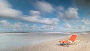 Lit de plage abandonné. sur Jacqueline de Groot