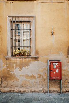 Buntes Foto von Haus in Italien von Milene van Arendonk