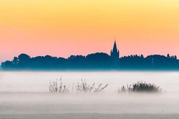 Kerk aan de horizon van Peet Romijn