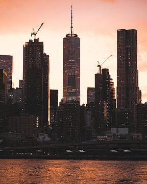 Zonsondergang achter het nieuwe 1 WTC (One WTC) in New York van Michiel Dros