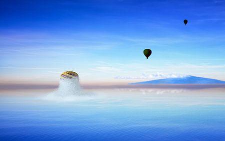 Ballon knalt uit de oceaan
