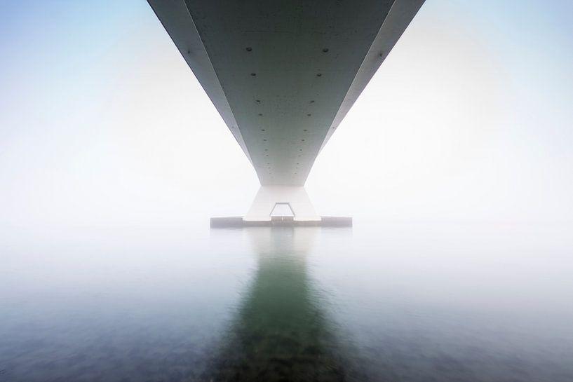 Zeelandbrug in mist van Sander Meertins