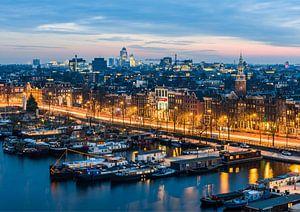 Avondfoto Amsterdam met Oosterdok en de Omval van Renzo Gerritsen
