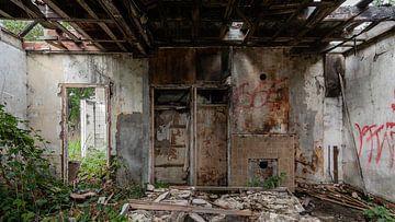 Inneres des abgebrannten Bauernhofs von Dick Doorduin