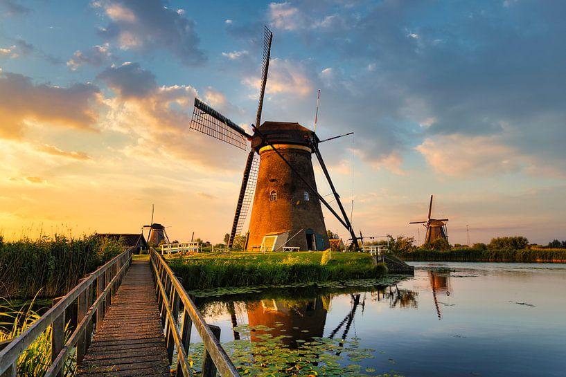 Kinderdijk Windmühlen bei Sonnenuntergang von Peter Bolman