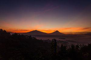Vóór zonsopgang bij Setumbu Hill - Yogjakarta, Indonesië van