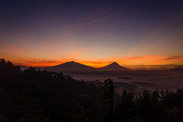 Vóór zonsopgang bij Setumbu Hill - Yogjakarta, Indonesië