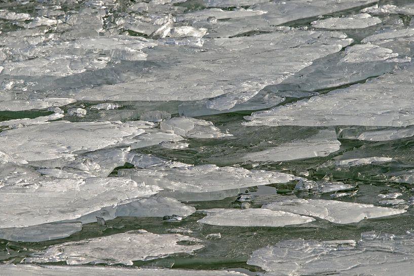 Stukken ijs in beweging van Barbara Brolsma