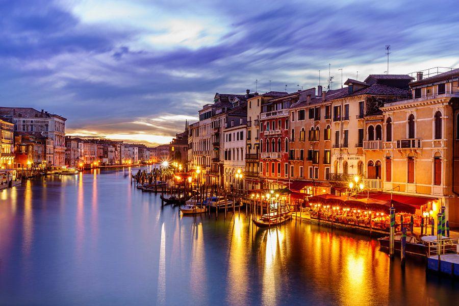 Venetie - Grand Canal na zonsondergang van Teun Ruijters