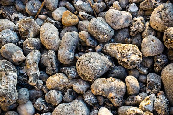 Romantische gladde stenen op het strand