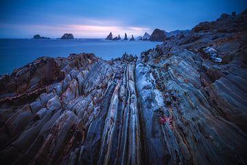 Asturias Playa Gueirua plage avec des rochers au lever du soleil sur Jean Claude Castor