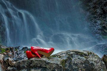 rode schoenen van Jürgen Wiesler