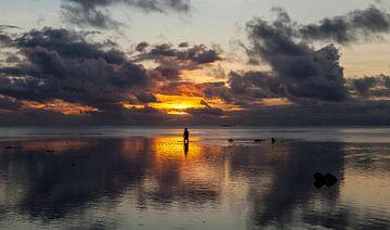 Zonsondergang op Aitutaki van Paul de Roos