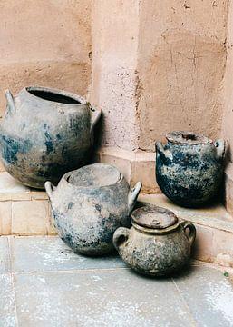 Aardewerk in aardetinten | Ourika Marrakech Marokko | Stilleven fotografie van
