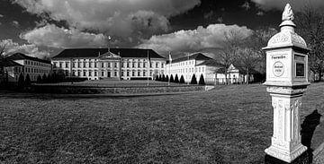 Schloss Bellevue Berlin mit historischem Feuermelder von Frank Herrmann