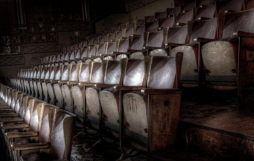 Leere Stühle.... von Eus Driessen