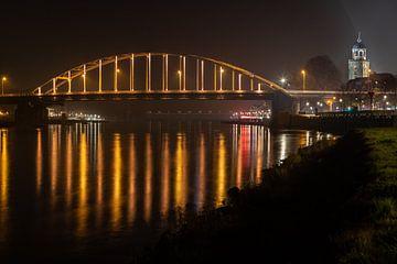 Oranje brug bij Deventer over de IJssel vanwege Orange the World actie van VOSbeeld fotografie