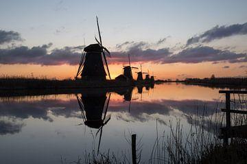 Sfeervolle zonsopkomst achter de molens! van Daniel Van der Brug