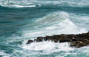 blue waves in the ocean