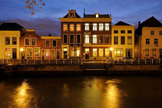 Bemuurde Weerd Westzijde in Utrecht met poppodium Ekko
