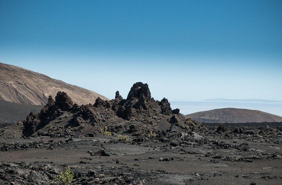 Vulcanisch landschap, Lanzarote. van Hennnie Keeris