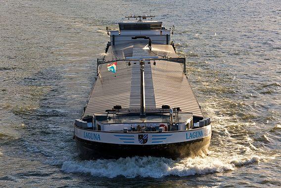 Binnenvaartschip van Anton de Zeeuw